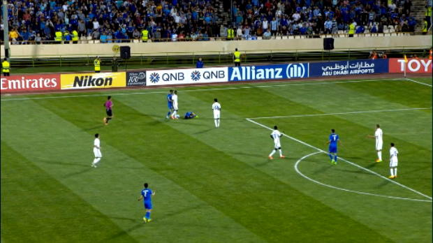 لقطة: دوري أبطال آسيا: طرد جمعة سعيد إثر اعتدائه السافر بحق أحد لاعبي الإستقلال