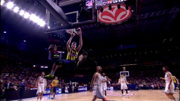 Fenerbahce Istanbul: Vesely smash!