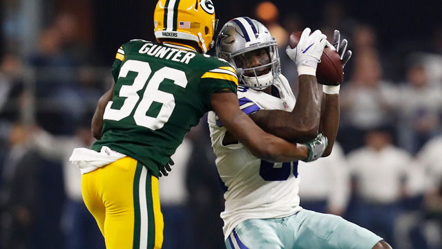 Dak Prescott finds Dez Bryant for 21 yards