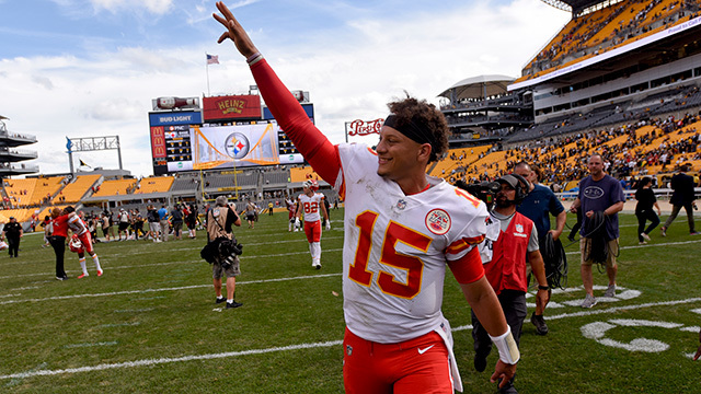 Kurt Warner on ansas City Chiefs quarterback Patrick Mahomes: There are little things he does that are rare and unique