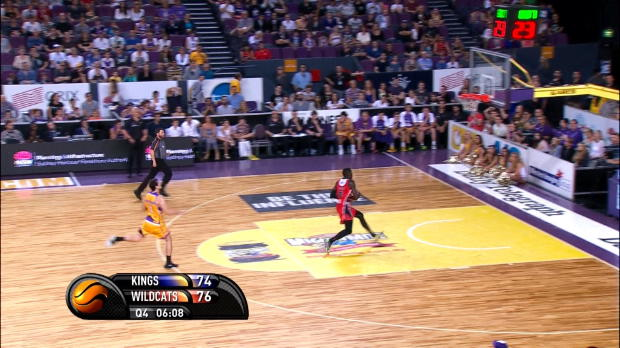 Video - NBL : Le dunk � 360 degr�s d'Ennis