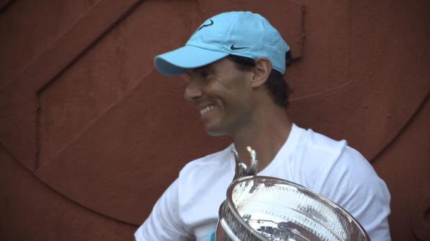 : Roland-Garros - Nadal présente son 11e trophée