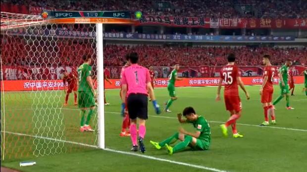 لقطة: الدوري الصيني: تانغ يهدر فرصة محقّقة للتسجيل لفائدة غوان أمام سيبج