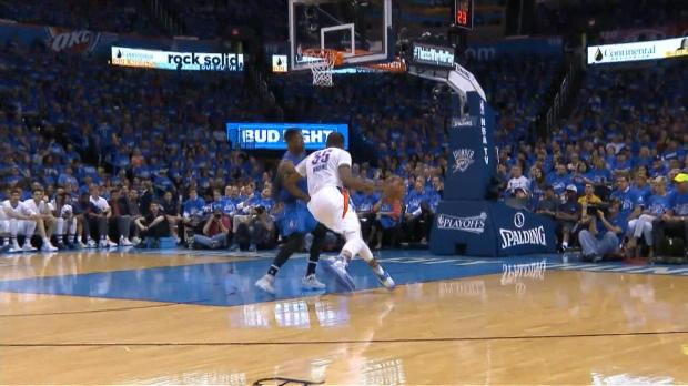 Basket : NBA - VIRAL - L'action qui tue - Westbrook envoie la fusée Durant au dunk
