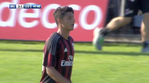 Mit Traumtor ins Team des AC Milan?