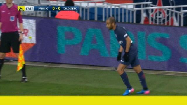 لقطة: كرة قدم: ماركينيوس يمنع هدفا لسان جيرمان دون قصد