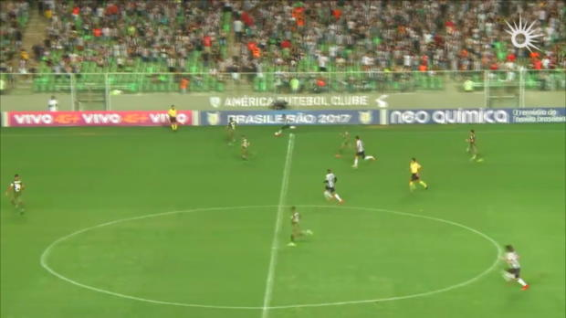 Brasileiro: Golazo! Traumtor von Mittellinie