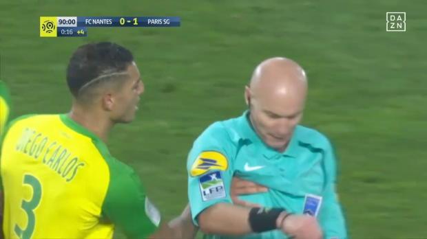 Ligue 1: Kurios: Gelb-Rot für Foul an Schiri!