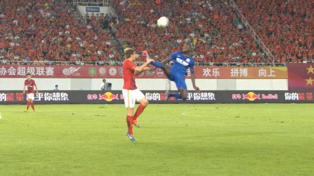 CSL: Demba Ba mit üblem Kung-Fu-Tritt