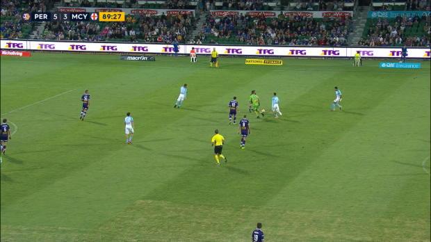 Australia - Reddy encaja un gol al dejar la portería vacía