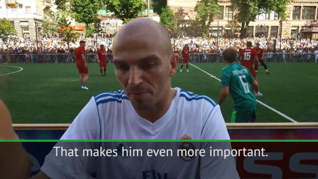 Zidane stays in the background to help his players - Cambiasso Thumbnail