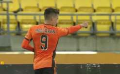 A late goal from Jamie Maclaren handed Brisbane Roar a 1-0 win over Wellington at Westpac Stadium on Saturday.