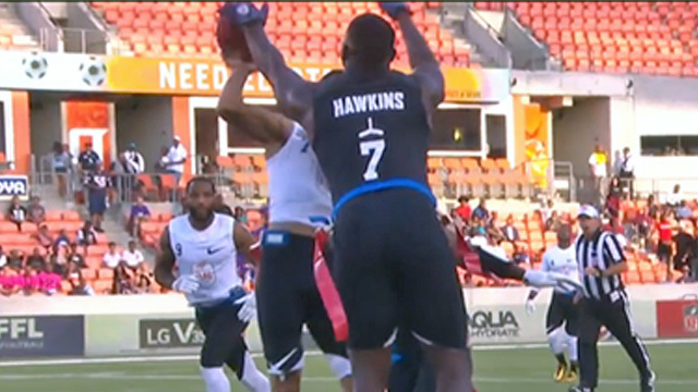 AFFL Ultimate Final: Godspeed's Lavelle Hawkins completely REJECTS Fighting Cancer's Darrell Doucette's lateral attempt