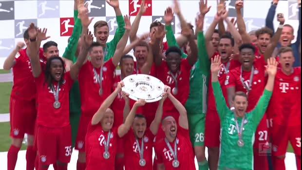 Meisterfeier mit Robbery | Bundesliga Viral