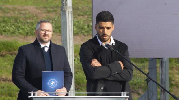 Suarez weint bei Fußballschulen-Eröffnung
