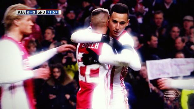 Ajax bleibt souverän an Feyenoord dran