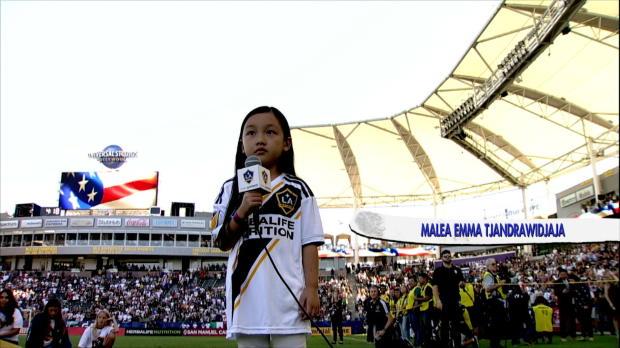 Siebenjährige verzaubert mit US-Hymne auch Ibra!
