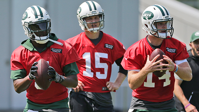 Josh McCown, Teddy Bridgewater or Sam Darnold: Which quarterback will end the season with more snaps?