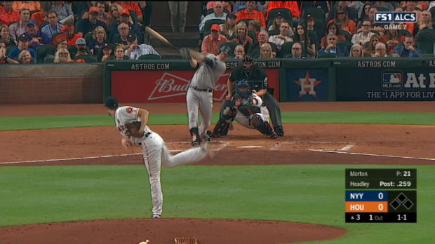 Altuve nabs Headley at first