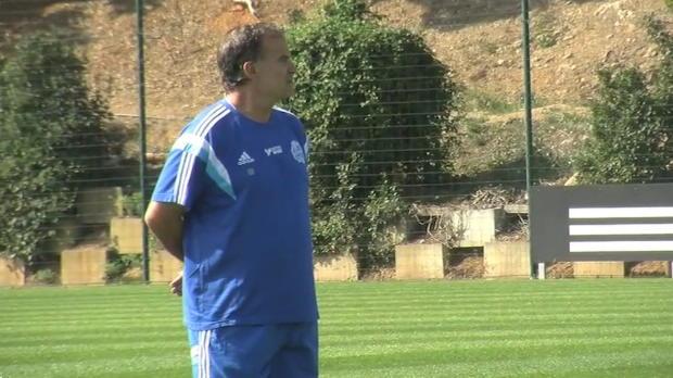 Avant d'affronter Rennes ce week-end, le technicien de l'Olympique Marseille Marcelo Bielsa, a fait le point sur les ambitions du club et balayé rapidement la polémique suite à ses récents propos à l'égard de la Direction du club.