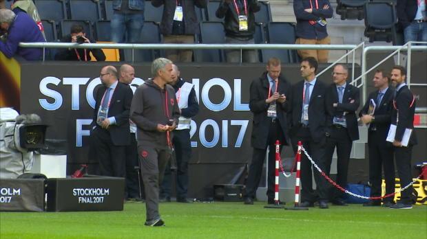El United pisa el césped antes de la final