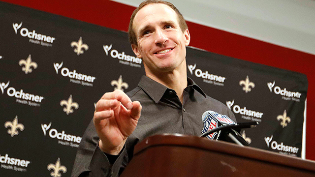New Orleans Saints quarterback Drew Brees reacts to breaking Brett Favre's completion record