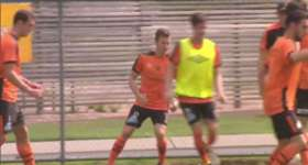 Brisbane Roar skipper Matt McKay has signed a one-year contract extension with the Hyundai A-League club.