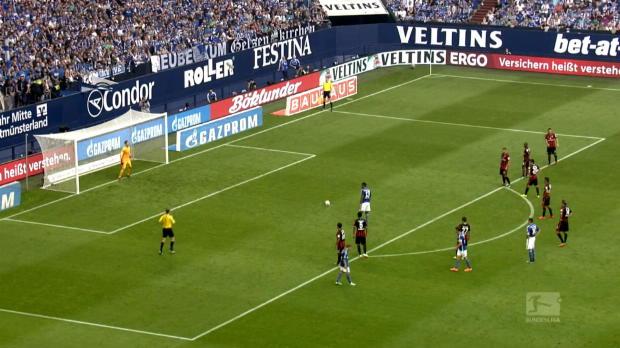 L'attaquant de Schalke Jean-Eric Choupo-Moting, a marqué son penalty d'une panenka lors du match nul (2-2) à domicile de son équipe face à l'Eintracht Francfort en Bundesliga. C'est le deuxième but en quatre apparitions en championnat de l'international camerounais de 25 qui a rejoint Schalke depuis Mayence cet été.