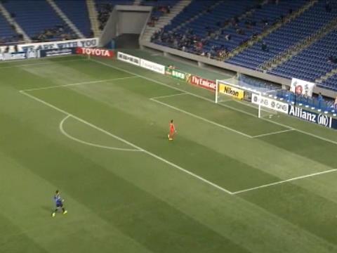 لقطة: كرة قدم: هدف بفضل تسديدة من خمس وأربعين ياردة يحسم فوز جيجو