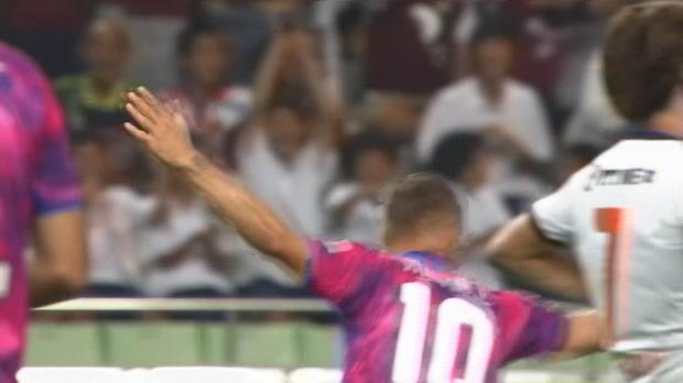J-League: Podolski legt mit Doppelpack los
