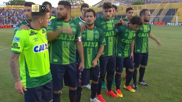 Argentinien: San Lorenzo in Chapecoense-Trikotse