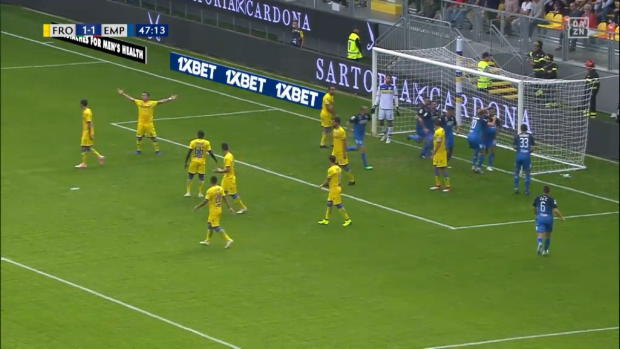 Serie A: Silvestre kanns hinten wie vorne | DAZN Viral