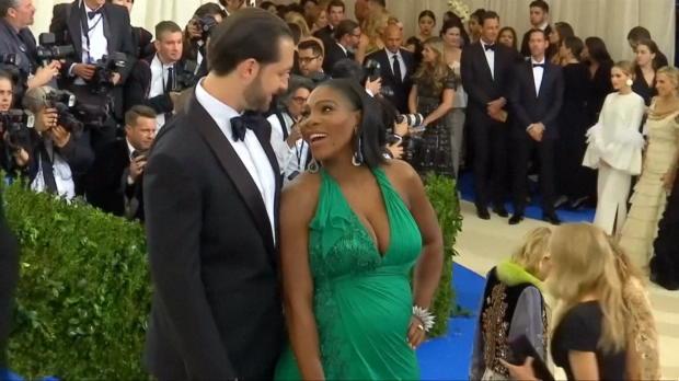 Serena Williams präsentiert ihren Baby-Bauch