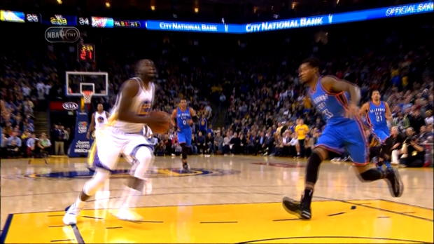 Basket : NBA - Warriors - Le dunk complétement loupé de Green