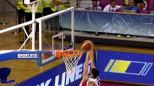 Basket : FIBA - CdM Basket U19 - Un contre monstrueux sur un Américain