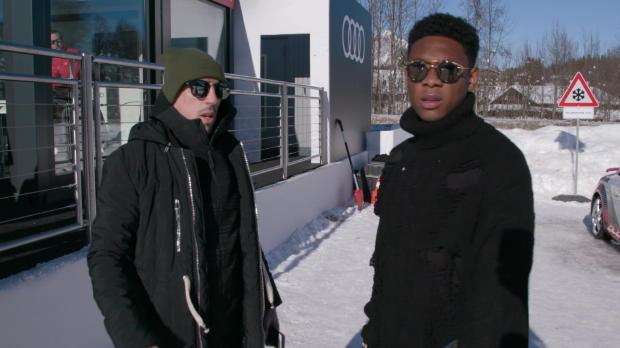 Alaba und Ribery mit Auto-Action im Schnee