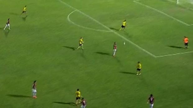 Deux erreurs commises par le gardien et le défenseur de Cerro Porteño, Joel Silva et Luis Cabral, ont offert un but tout fait à l'attaquant de Guarani, Rodolfo Gamarra, en Primera Division de Paraguay. Le but de Gamarra à la 82e minute était tout simplement une consolation pour Guarani qui a perdu le match 4-1.