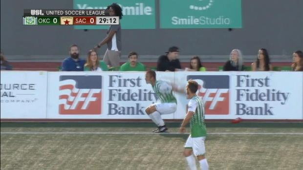 Saque de banda espectacular y golazo de chilena en la United Soccer League