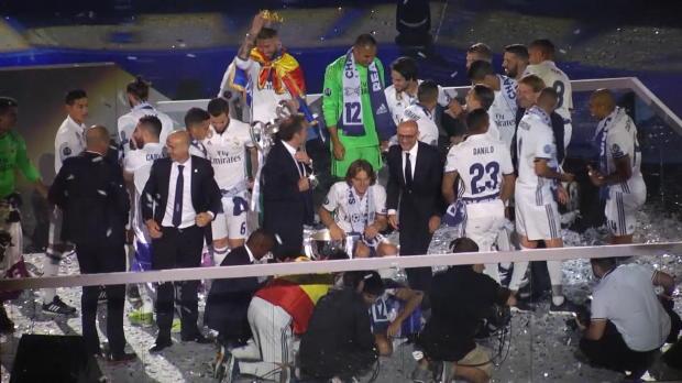 Pompöse Stadion-Siegesfeier der Königlichen