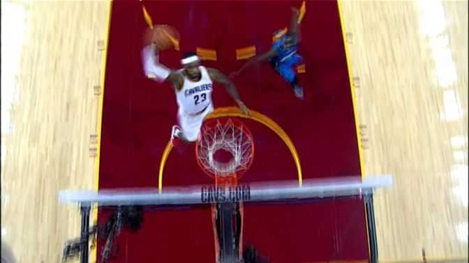 Cleveland - Le dunk surpuissant de LeBron James contre le Magic