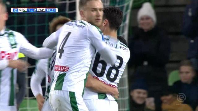 Van Nieff scores stunning free-kick Thumbnail