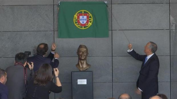 Ronaldo bekommt Flughafen und abstrakte Büste