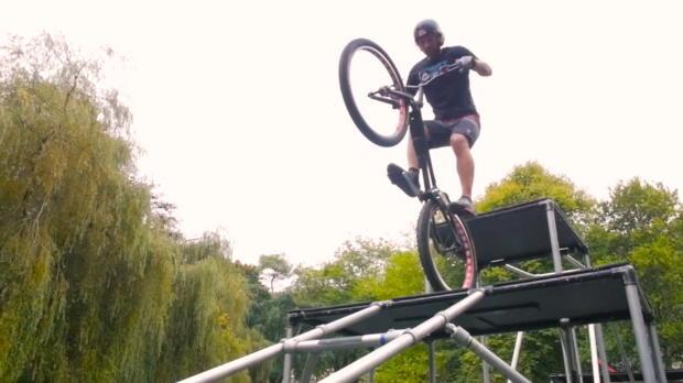 Extremsport: Bike-Trial-Show dank Drohne