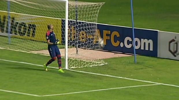 AFC Cup: Torwart-Pech nach Pfosten-Glück