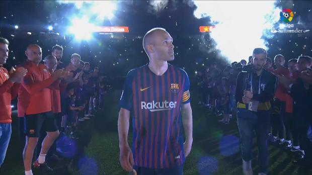Iniesta verabschiedet sich unter Tränen