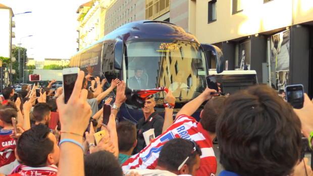 Fan-Party bei Atletico Madrids Ankunft