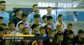 The Caltex Socceroos have put some young Thai footballers through a coaching clinic ahead of next week's WCQ.
