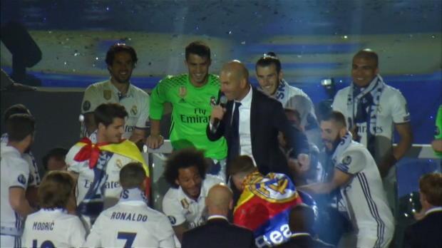 Fliegender Zidane! So wird der Coach gefeiert