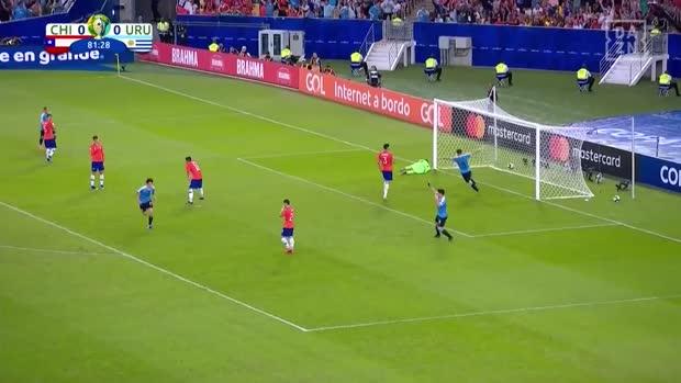 Cavani mit dem Sieg-Kopfball gegen Chile