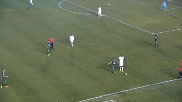 لقطة:كرة قدم: روسي لاعب شابيكوينسي يُطرد بسبب لمسه المنافس بطريقة غير مشروعة